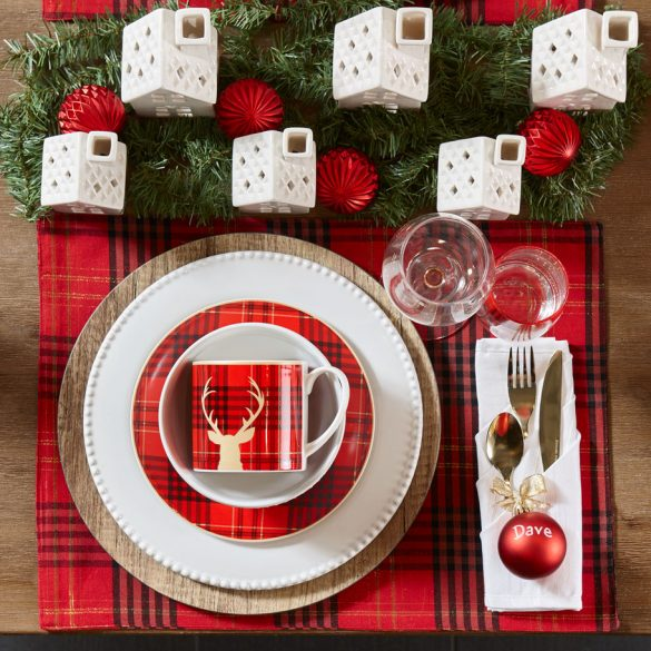 Holiday Dining Décor Filled With Cheer