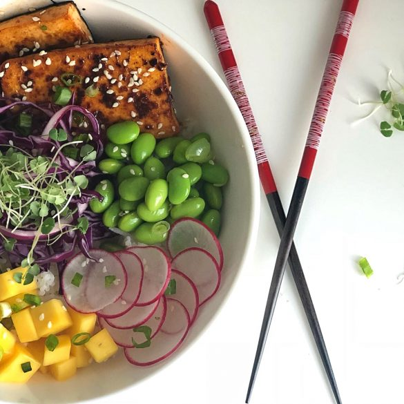 Au Septième Délice: Spicy Salmon or Tofu Poké Bowl